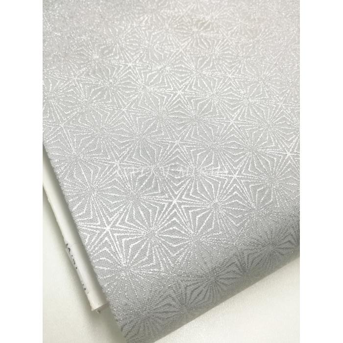 č.7197 stříbrné ornamenty na šedé